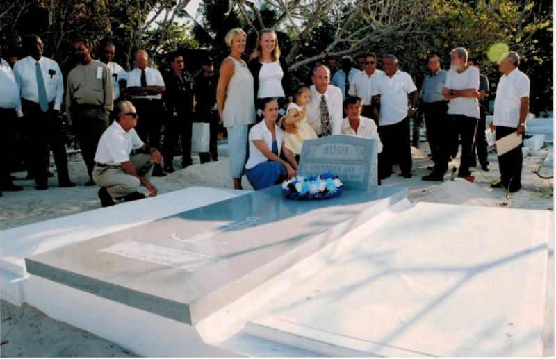 Ms. Gwen Family at graveside